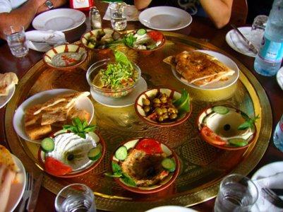 yhdistyneiden arabiemiraattien keittiö meze-lautanen ruoka dubai