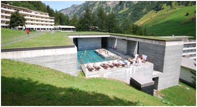 Therme Vals kylpylä kuva Alpit Bad Gastein alppiloma Itävalta matka hiihtoloma