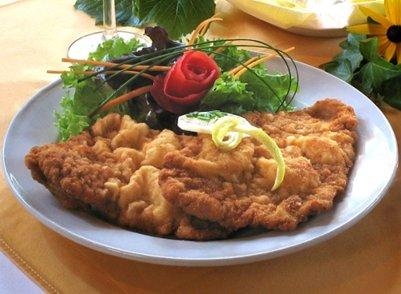 itävaltalainen keittiö Alpit Schladming loma itävaltalainen ruoka wieninleike Itävalta