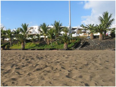 Espanja Kanariansaaret Lanzarote hiekkaranta Puerto del Carmenissa uimaranta uiminen