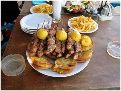 kreikkalainen souvlaki Kypros keittiö kyproslainen ruoka
