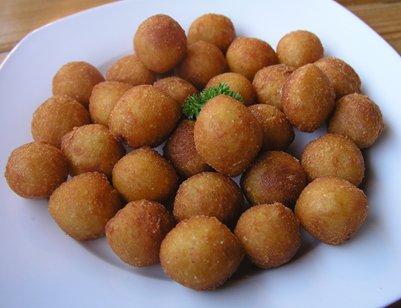 Krokety-perunoita eli pyöreitä Pariisin perunoita keittiö tsekkiläinen ruoka