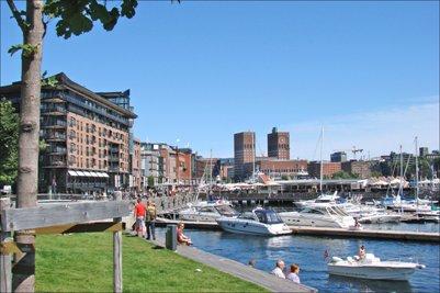 kuva Oslon suosituin ostosalue Aker Brygge loma matka
