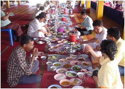 Thaimaalaista ruokailua kuva thai keittiö Phuket Thaimaa thai ruoka loma matka