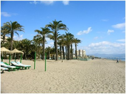 Espanja Andalusia Costa del Sol Malaga Torremolinos Bajondillon hiekkaranta