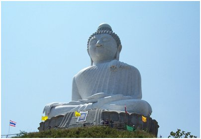 valkoinen buddha patsas kuva Phuket Thaimaa matka