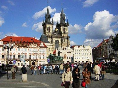 Prahan Vanhankaupungin aukio ja Týnin kirkko